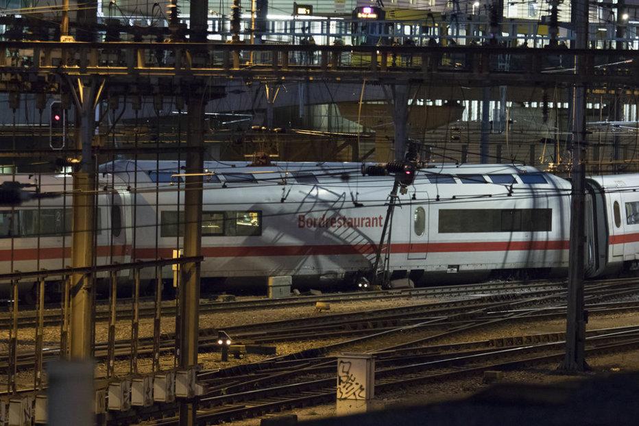 Un tren cu 500 de pasageri a deraiat în nordul Elveţiei. Anunţul companiei feroviare