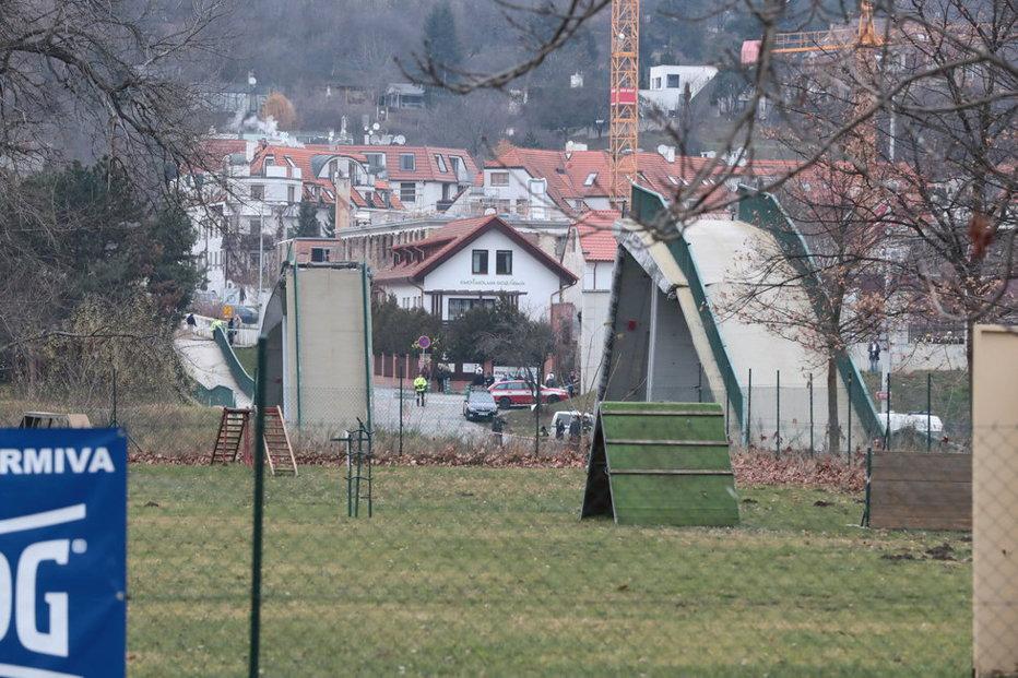 Un pod de la periferia oraşului Praga s-a prăbuşit. Cel puţin patru oameni au fost răniţi. GALERIE FOTO