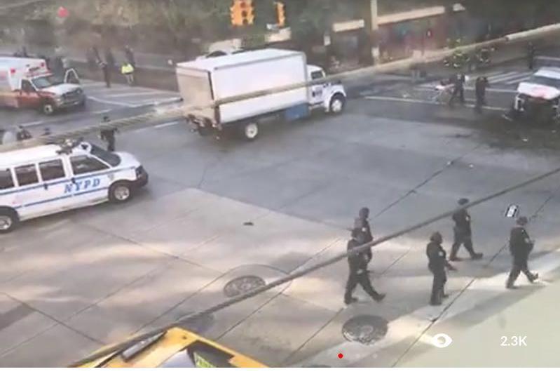 Un vehicul a intrat într-un grup de pietoni la New York. Cel puţin o persoană a murit şi alte trei au fost rănite