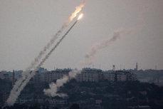 Atacată cu rachete, armata Israelului a bombardat poziţii militare din Fâşia Gaza