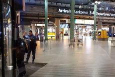 Individ care ameninţa pasageri cu un cuţit, împuşcat de poliţie în incinta unui foarte mare aeroport din Europa. VIDEO