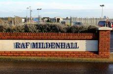 Un Individ a vrut să intre forţat cu un vehicul într-o bază militară din Marea Britanie. Soldaţii americani au deschis focul