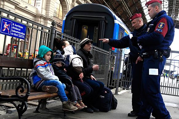 Peste două milioane de cetăţeni ungari resping planul privind relocarea imigranţilor şi sunt de acord cu gardurile ridicate la graniţă