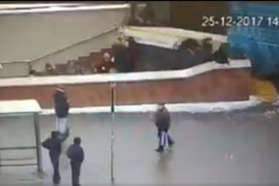 Panică în Moscova. Un autobuz a intrat în plin în oamenii care ieşeau de la metrou: 5  morţi şi 15 răniţi. VIDEO