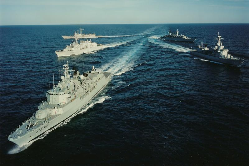 Nave militare ruse, escortate în apropierea Marii Britanii. Anunţul Guvernului de la Londra