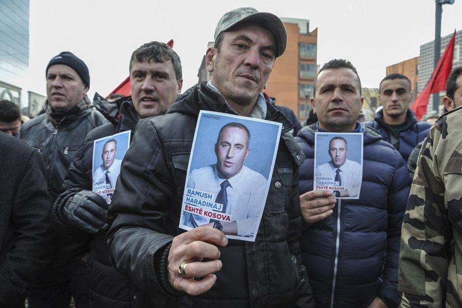 Cum a reacţionat populaţia din Kosovo după ce premierul şi-a dublat salariul