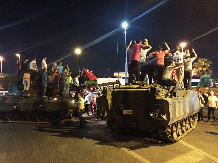 Decretul semnat de Erdogan care provoacă un uriaş scandal în Turcia. Opoziţia vorbeşte despre un război civil