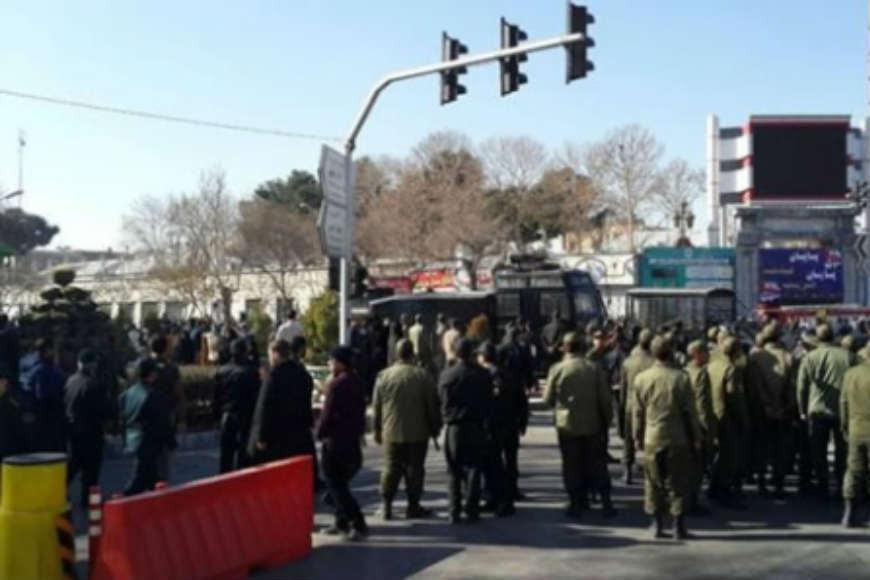 Proteste anti-guvernamentale masive în Iran. Două persoane au fost împuşcate mortal