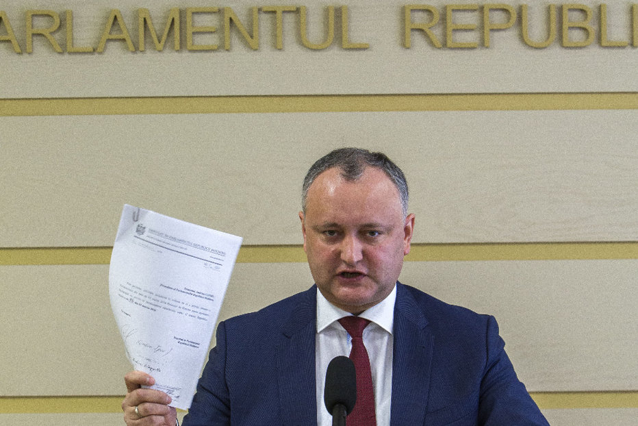 Curtea Constituţională din Republica Moldova a decis SUSPENDAREA temporară a unor atribuţii ale lui Igor Dodon. Reacţia preşedintelui moldovean