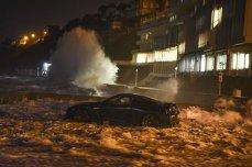 Furtuni violente în vestul Europei. Cel puţin trei oameni au murit