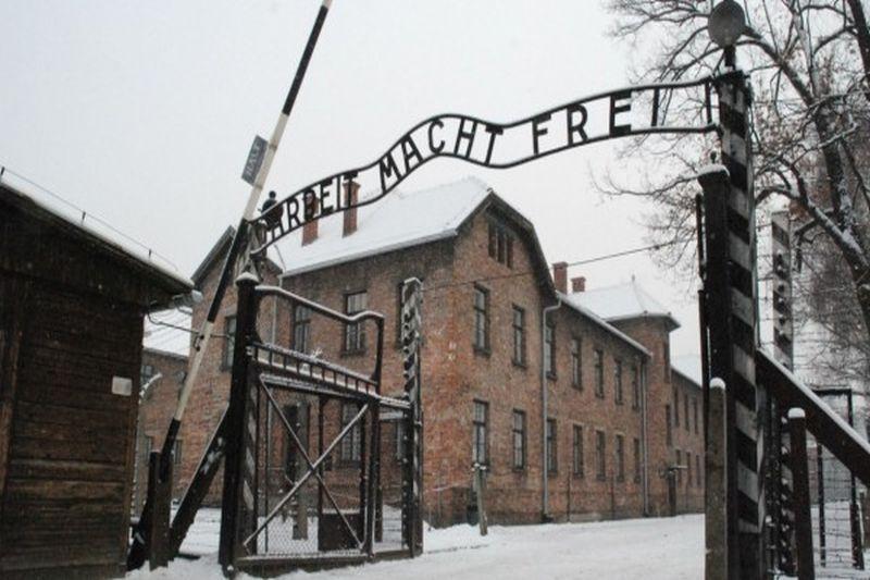 Motivul pentru care imigranţii din Germania ar putea fi obligaţi să viziteze lagărele de exterminare naziste