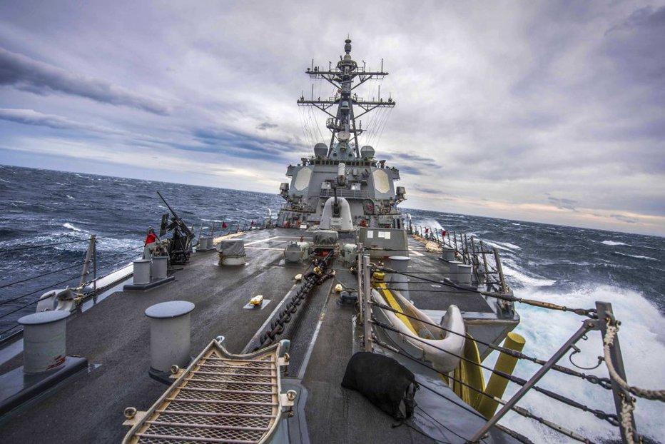 Un distrugător american, exerciţii militare în apropierea Rusiei