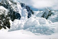 Avalanşă în Japonia, soldată cu un mort şi 14 răniţi