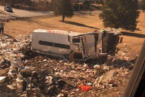Membru al Congresului SUA, rănit într-un accident. Un tren în care se aflau mai mulţi oficiali americani a lovit un camion. Cel puţin o persoană a murit. UPDATE