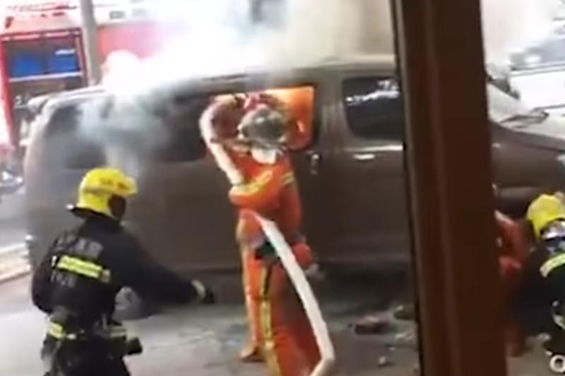 Mai mulţi răniţi, după ce un bărbat a intrat cu un vehicul într-un grup de pietoni din Shanghai