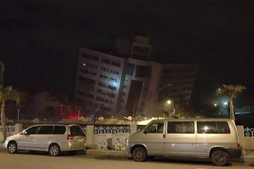 Cutremur de 6,4 grade în Taiwan. Cel puţin patru morţi şi peste 200 de răniţi. Un hotel s-a prăbuşit
