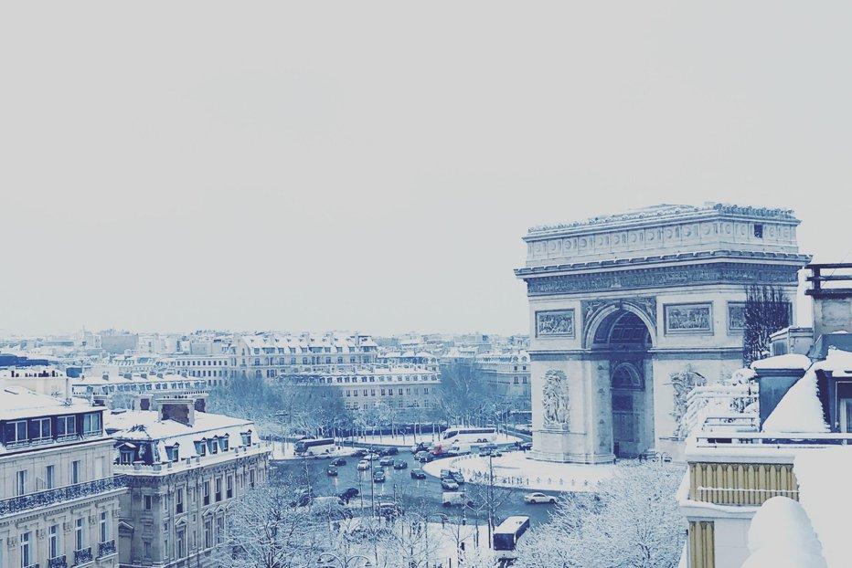 Haos în Paris. Vremea rea a dat peste cap capitala Franceză. Turnul Eiffel, închis temporar