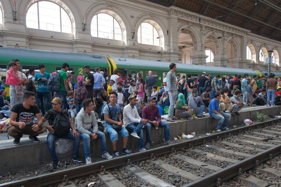 """Avertisment dur al ministrului de externe ungar: Valul de imigranţi le oferă teroriştilor """"o usă deschisă către Europa"""""""