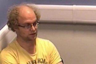 Unul dintre cei mai temuţi pedofili britanici a fost închis pentru 32 de ani, după ce a şantajat online zeci de copii