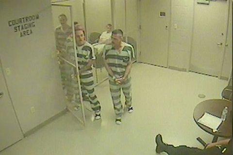 VIDEO. Scene incredibile într-un tribunal din Texas. Ce au făcut deţinuţii după ce gardianul care-i păzea a suferit un infarct
