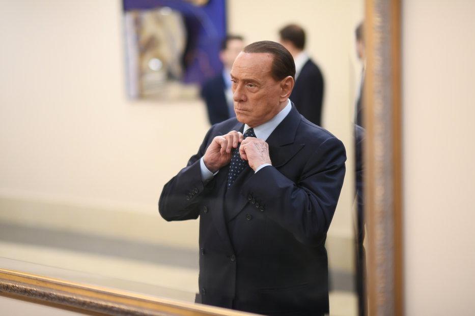 Silvio Berlusconi se autopropune premier al Italiei. Dar nu acum