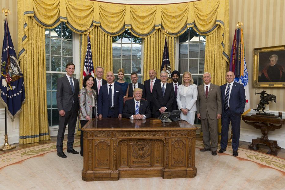 Casa Albă anunţă demisia unui nou consilier prezidenţial