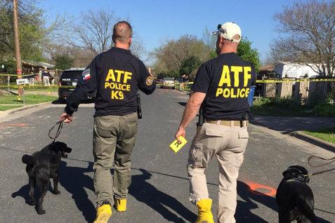 Un oraş din SUA, sub teroarea unui atacator cu bombe: doi morţi şi trei răniţi după o serie de explozii