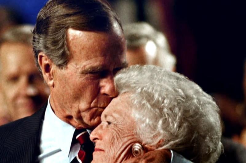 """Clipe grele pentru familia Bush. Decizia a fost luată """"după consultarea familiei şi doctorilor"""""""
