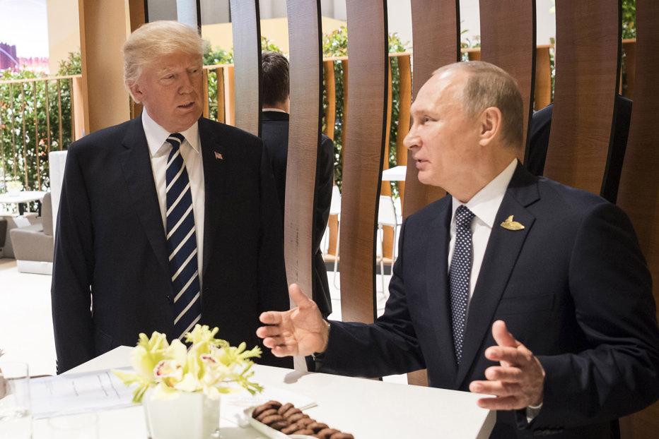 Donald Trump l-a invitat pe Vladimir Putin la Casa Albă, în cursul unei discuţii la telefon