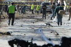 Atentat cu 57 de morţi şi 112 răniţi la Kabul. Un individ a detonat o bombă lângă un centru de votare