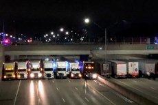 Motivul incredibil pentru care poliţiştii americani au apelat la mai mulţi camionagii, care şi-au aliniat mastodonţii sub un pod. Incidentul a durat patru ore