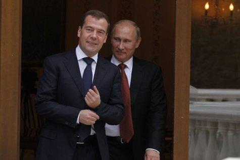 Dmitri Medvedev a fost numit în funcţia de premier al Rusiei