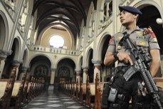 O familie cu 5 copii s-a aruncat în aer în 3 biserici din Indonezia: 11 morţi şi 40 de răniţi. Acţiunile, revendicate de Statul Islamic