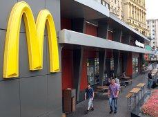 McDonald's refuză să prezinte raportul privind eliminarea paielor din plastic