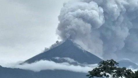 Vulcanul Fuego din Guatemala, cea mai VIOLENTĂ erupţie din ultimii 40 de ani. Cel puţin 62 de persoane au murit, iar alte sute au fost rănite. UPDATE. FOTO şi VIDEO