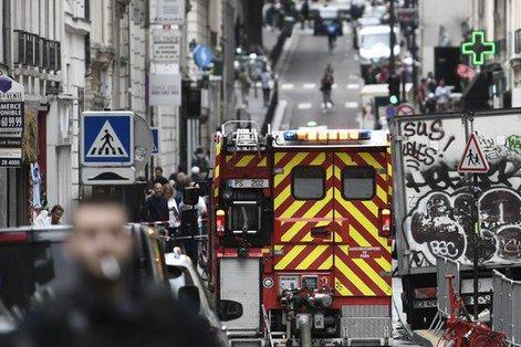 Luare de ostatici într-o clădire din Paris. Agresorul care avea o bombă a fost capturat. UPDATE