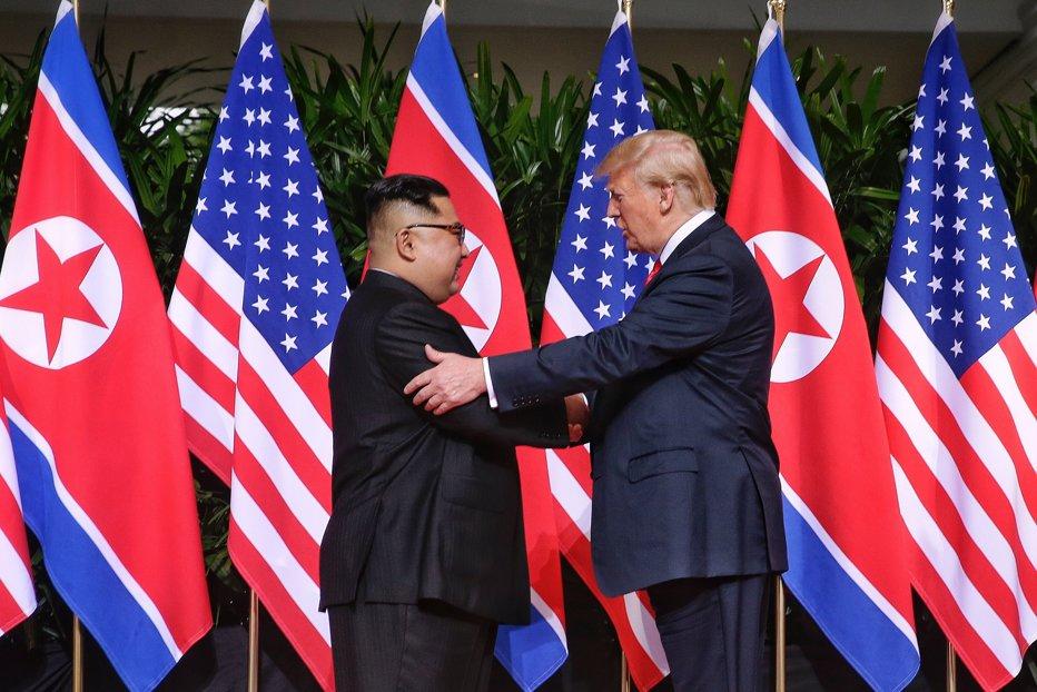 Analişti: Summitul Donald Trump - Kim Jong-Un a produs doar rezultate simbolice, nimic concret