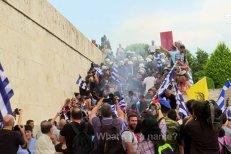 Parlamentul grec a respins moţiunea de cenzură împotriva premierului Alexis Tsipras. Acordul cu Macedonia a dus la grave violenţe pe străzile Atenei. VIDEO