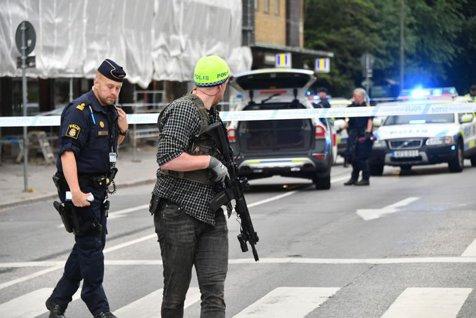 Atac armat în Suedia: un bărbat trage cu mitraliera în suporteri în Malmo