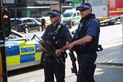 Cinci persoane, rănite într-o explozie la o staţie de metrou din Londra