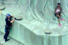 Protest la Statuia Libertăţii. O imigrantă a escaladat monumentul, în timp ce Trump sărbătorea Ziua Independenţei