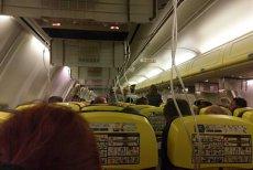 DEPRESURIZARE la 11.000 de metri altitudine. 33 de pasageri ai unei curse Ryanair, spitalizaţi după o aterizare de urgenţă