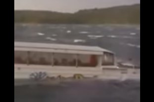 Un vaporaş-amfibiu S-A SCUFUNDAT în lacul Table Rock. Imagini TERIFIANTE şi comentarii BLAZATE în timp ce 31 de oameni SE ÎNECAU