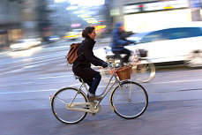 Bicicliştii puşi la zid. O ţară vrea sancţionarea lor pentru infracţiunea de VĂTĂMARE sau OMOR cu bicicleta