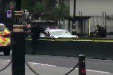 Trei RĂNIŢI după ce un şofer A INTRAT cu maşina într-o barieră din jurul Parlamentului britanic. Incidentul, considerat de natură teroristă