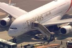 Un avion din Dubai, pus SUB CARANTINĂ la New York. 100 de pasageri s-au simţit rău