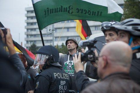 Angela Merkel ACUZĂ grupurile de extremă-dreapta că încearcă să provoace TENSIUNI etnice