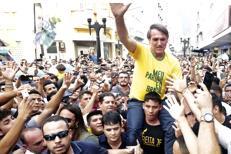 Favoritul alegerilor prezidenţiale din Brazilia a fost ÎNJUNGHIAT