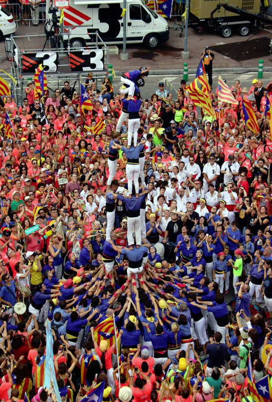 Un milion de oameni au participat la un MITING la Barcelona de ziua naţională a CATALONIEI