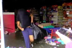 Un reporter surprinde oameni la FURAT în timpul uraganului Florence